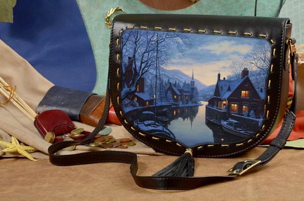 Женская сумка-седло Город в горах