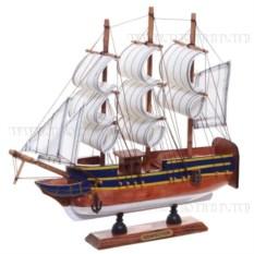 Деревянная модель корабля с белыми парусами, длина 24см