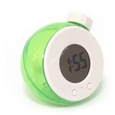 Зеленые малые часы на воде