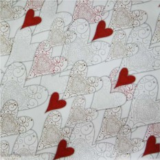 Упаковочная бумага с сердцами
