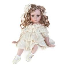Фарфоровая кукла Малышка с локонами