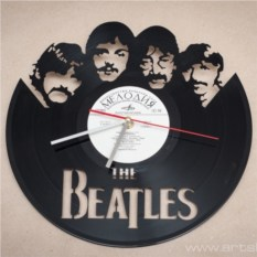 Часы из виниловой пластинки Битлз