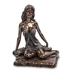 Статуэтка Сидящая девушка