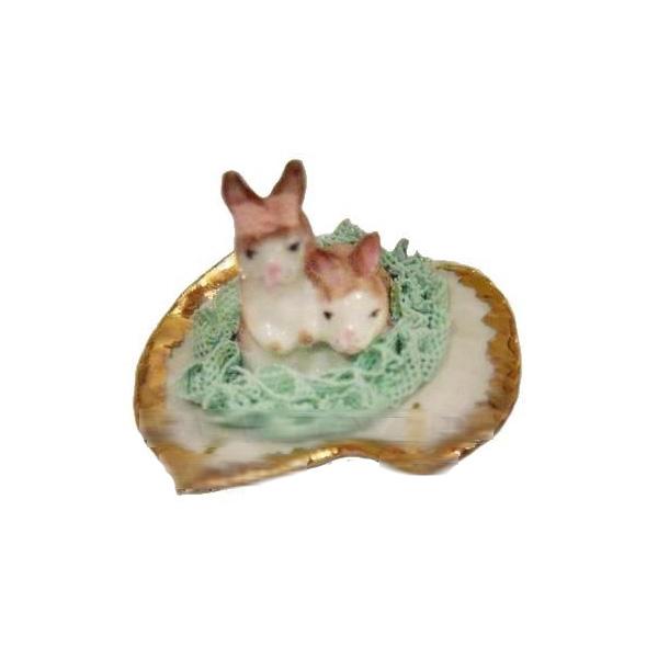Кролик на листе