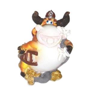 Статуэтка «Бычок-пожарник»