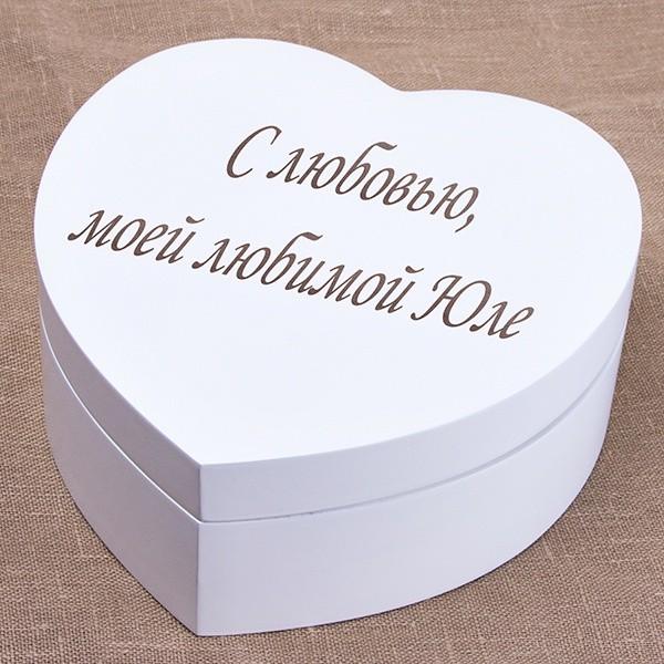 Деревянная шкатулка с гравировкой в форме сердца