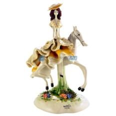Статуэтка из фарфора Дама на лошади