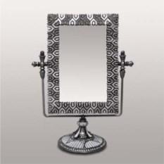 Настольное зеркало на ножке