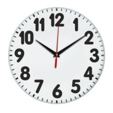 Настенные часы с жирными черными цифрами
