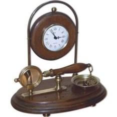 Настольные часы на подставке с лупой