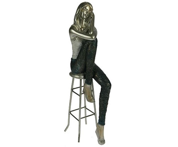 Статуэтка Девушка на стуле