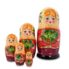 Матрешка Маня с яблоками