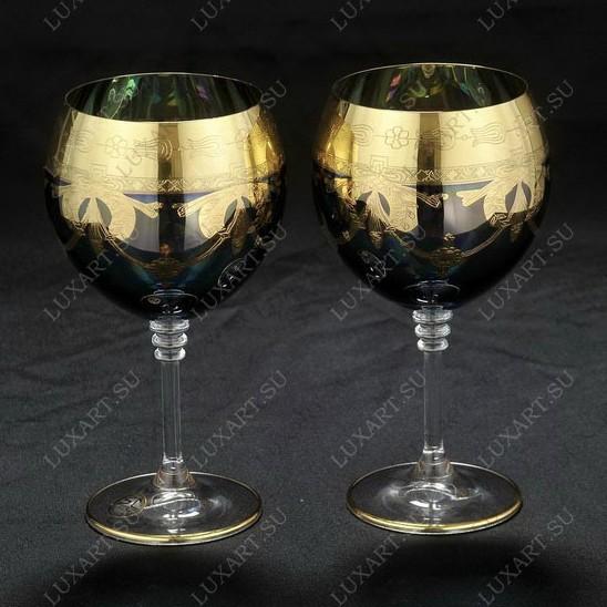 Пара свадебных бокалов для шампанского