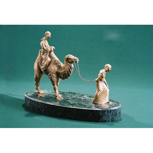 Фигура «Девочка на верблюде»