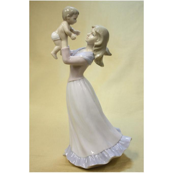 Статуэтка «Материнская любовь»